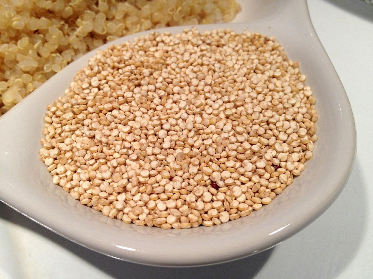 Ensalada de quinoa con salsa de cebolla negra