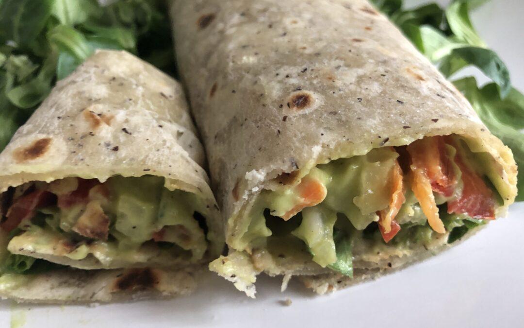 Wrap de hortalizas, canónigos y guacamole
