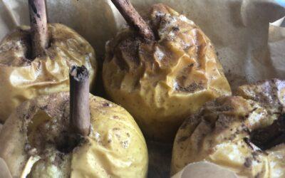 Manzanas horneadas rellenas de canela, crema de avellanas y zumo de limón